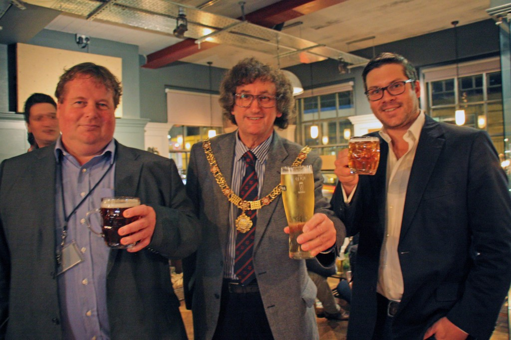 Earlier, the Mayor and Cllr Gerry Curran, together with Alex Derrick, CEO of City Pub Co West, raised their glasses to the success of the pub.